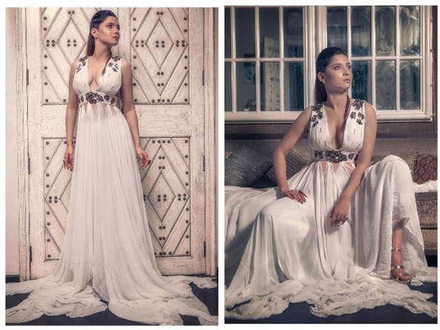 White long Sleeveless gown में अकिंता लोखंडे ने दिखाया अपना बोल्ड अवतार
