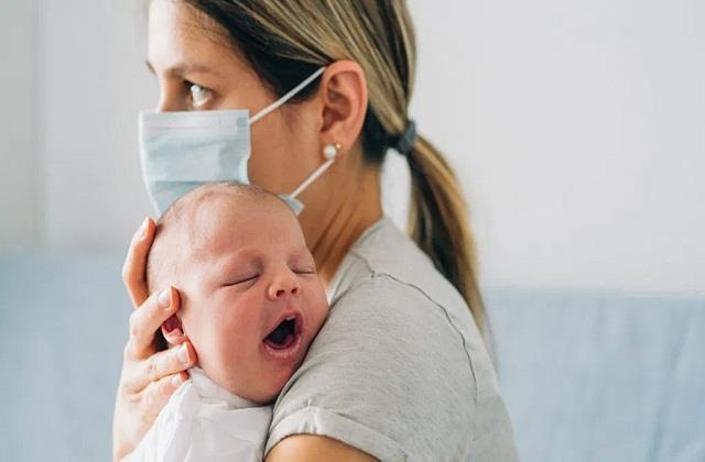 Parents Alert: नवजात भी हो रहे कोरोना से संक्रमित, इन टिप्स से करें बचाव