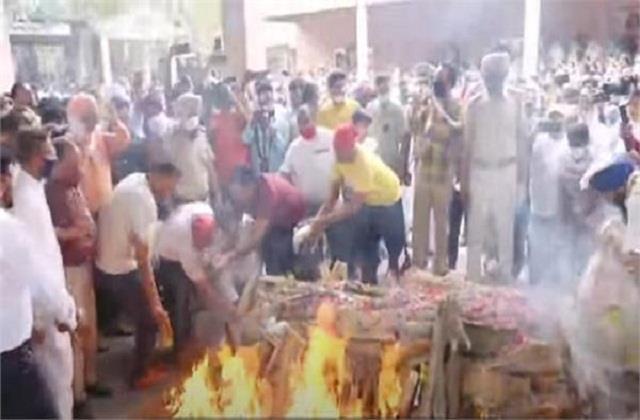 photos famous singer diljan cremation