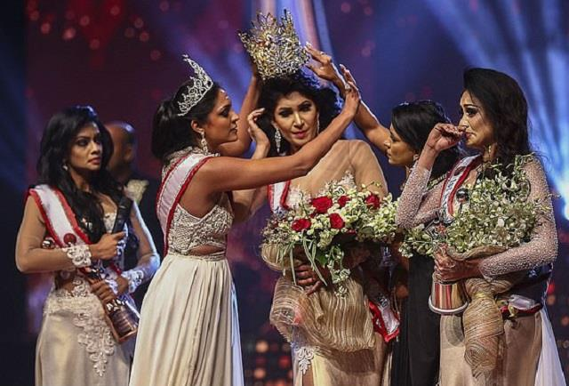 sri lankan beauty pageant winner gets injured during stage brawl