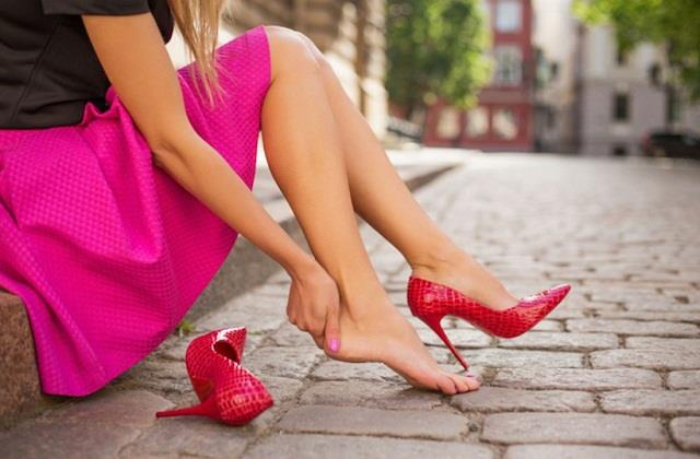 हाई हील पहनने से महिलाओं को गठिया का खतरा, जरा-सी चोट दे सकती है फ्रैक्चर