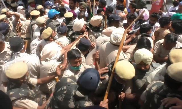 farmers protested against gopal kanda and sunita duggal