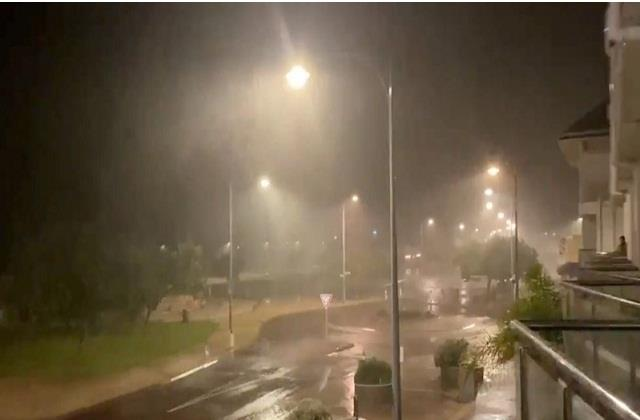 cyclone causes heavy damage in many cities of australia