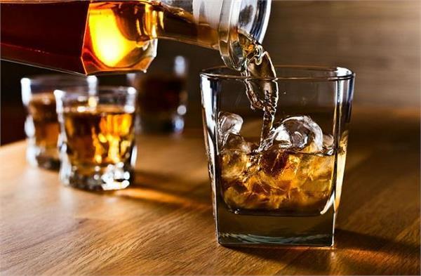 जानिए क्या कोरोना वैक्सीन लगाने के बाद पी सकते हैं शराब?