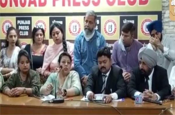 watch video parents protest against regarding school fees