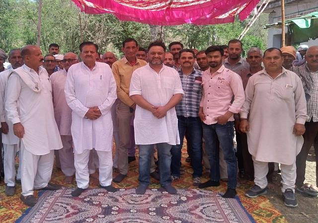 bhavani pathania did public relations in nagal panchayat public welcomed