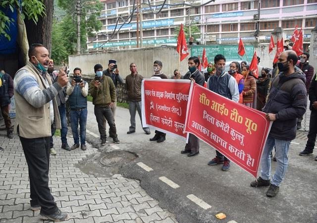 situ laid siege to secretariat said workers should be given their benefits