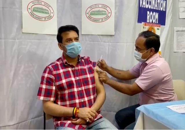 minister of state anurag got the first dose of corona vaccine