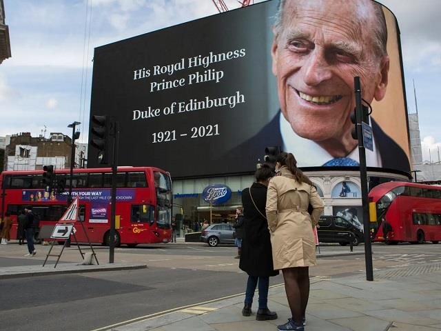 prince philip s death marked with gun salutes across the uk