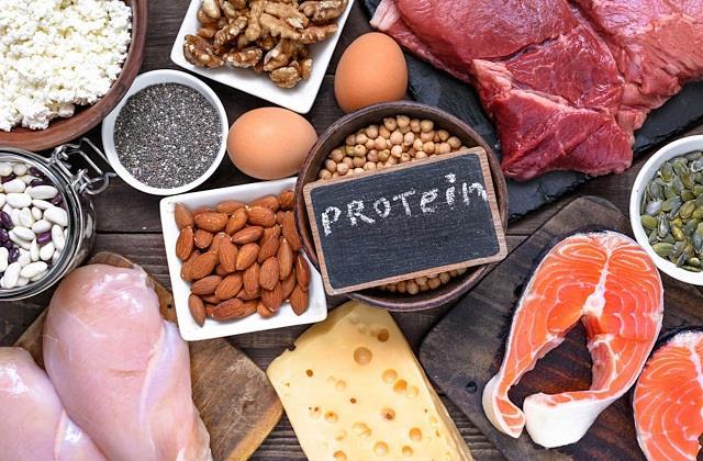 जरूरत से ज्यादा प्रोटीन शरीर के लिए खतरनाक, जानिए डेली कितना लें प्रोटीन