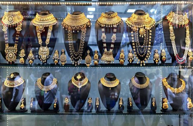 check rate before buying gold prices rise