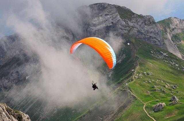 उठाना चाहते हैं Paragliding का मजा तो बेस्ट रहेगी भारत की ये 3 डेस्टिनेशन