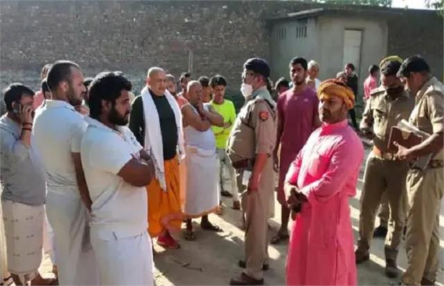 yogiraj  naga mahant of hanumangarhi killed at bedtime in ayodhya
