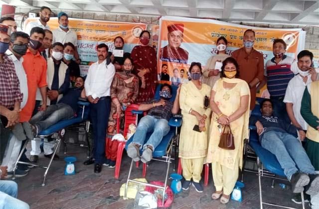 blood donation camp on birthday of prem kumar dhumal
