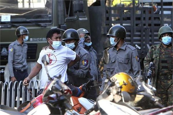 myanmar security forces attack town that resisted with arms
