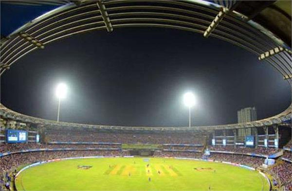 वानखेड़े स्टेडियम के 10 मैदानकर्मी और IPL के 6 इवेंट मैनेजर हुए कोरोना  पॉजिटिव - wankhedes 10 groundmen 6 ipl event managers gets corona positive  - Sports Punjab Kesari