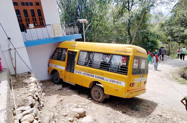 school bus accident 16 injured