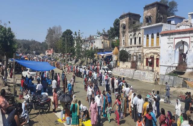 thousands of people reached the uttaravahini congregation on amavasya