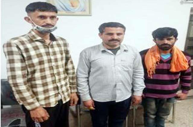 liquor consignment recovered from jeep 3 arrested