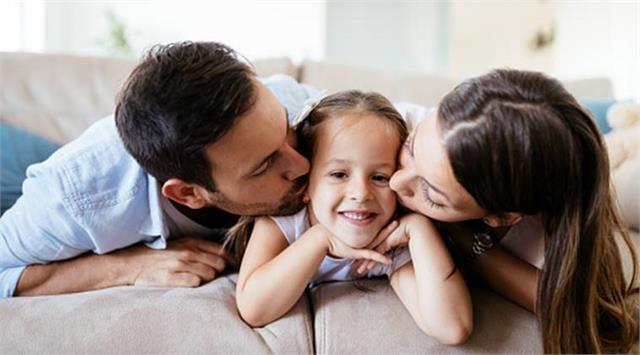 प्यार दुलार में आकर मां-बाप कर बैठते है यह गलतियां, जिनसे बिगड़ जाते है बच्चें
