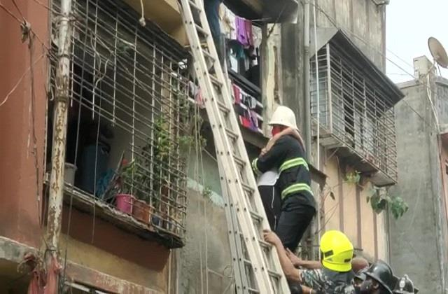 maharashtra 5 dead in ulhasnagar due to collapse of the building s roof