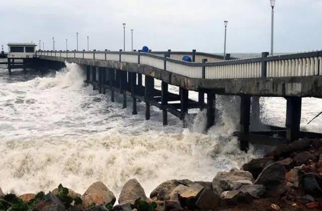 cyclonic storm moving towards gujarat