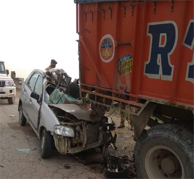 car collides with truck in dadaur two brothers dead