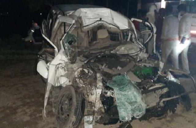 maharajganj violent car collides with truck five dead