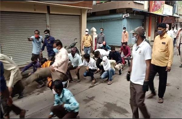tehsildar kicked and kicked the curfew breakers