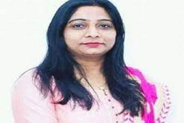 badaun mp sanghamitra maurya visits the admitted patients