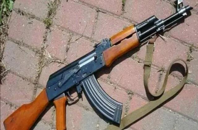 attack on uttarakhand police snatched ak 47 and ran into