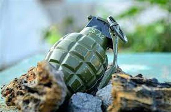 grenade attackin kashmir 3 injured