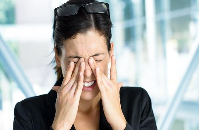 आंखों की रोशनी बढ़ाने में कारगर है ये देसी उपाय, मोटा चश्मा भी जाएगा उतर
