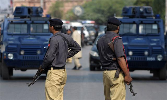 protest in karachi over police encounter of 2 gangsters