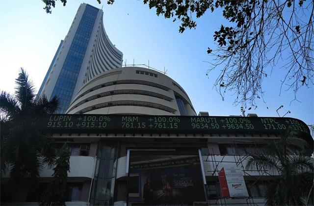 market cap of 8 companies out of top 10 increased by rs 1 39 lakh crore