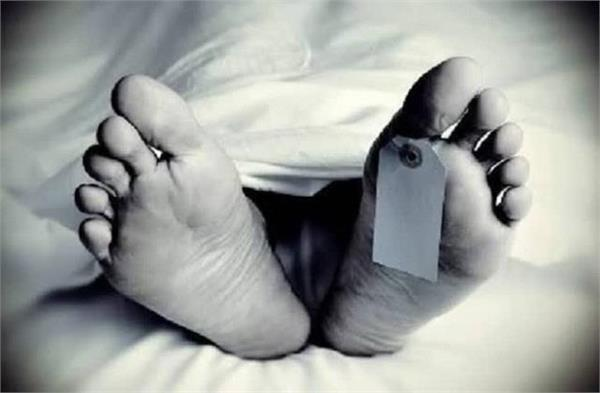 dead body found in saran hanging from tree
