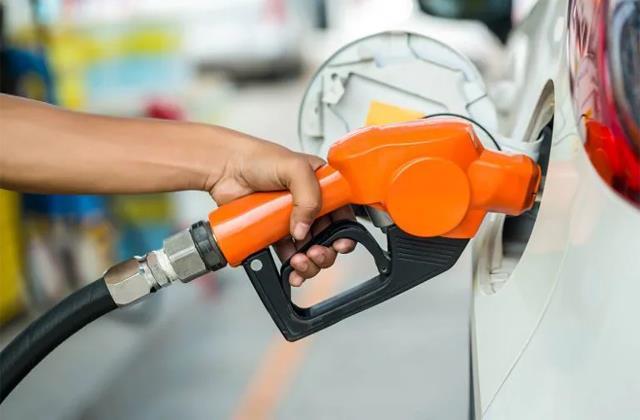 petrol price crosses rs 100 in mumbai
