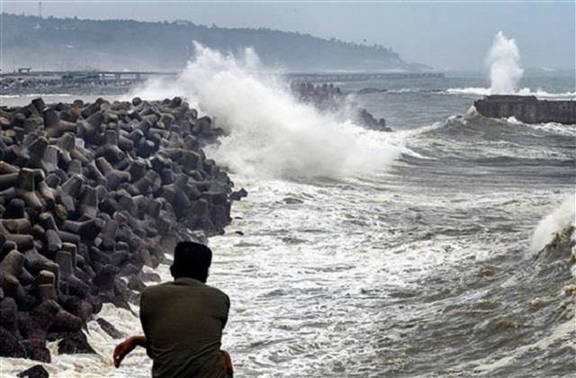 cyclone tauktae high tide alert in mumbai