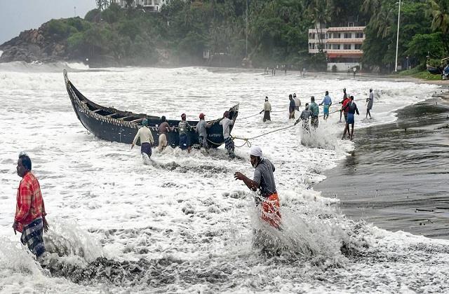 12 fishermen storm tauktae rising sea