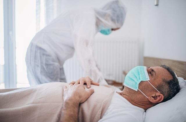 घर पर कोरोना मरीज की कैसे करें देखभाल? यहां जानिए