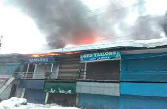 fire gutted 4 shops in kashmir