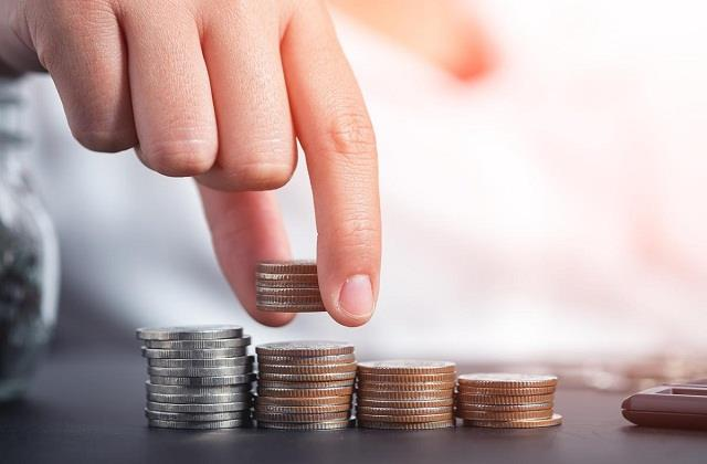 Vastu Tips: घर पर भूलकर भी न रखें ये चीजें, रुक सकता है धन का आगमन