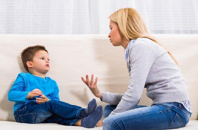 Parents Alert! बच्चे को अच्छी आदतें सिखाने में ना लें इन बातों का सहारा
