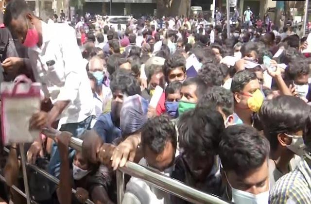 a crowd gathered outside chennai jawaharlal nehru stadium demanding remedesvir