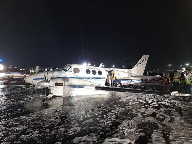 मुंबई हवाई अड्डे पर एयर एंबुलेंस का लैंडिंग गियर खराब होने से कराई इमरजेंसी लैंडिंग