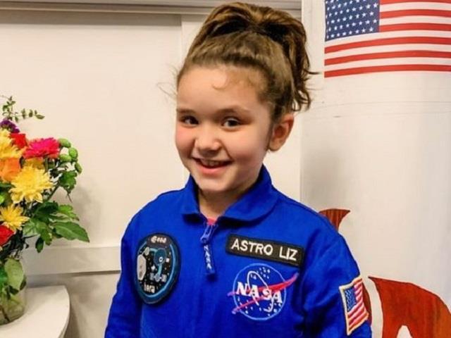 छोटी उमर बड़ा कमाल: चांद पर चमकेगा 7 साल की एस्ट्रोनॉट एलिजाबेथ का स्टिकर