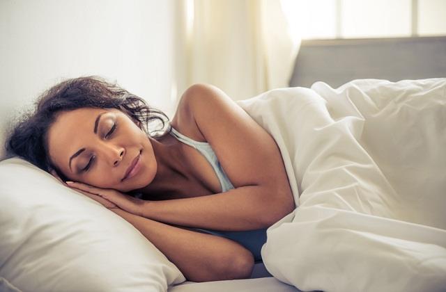 रात को ब्रा पहन कर सोना चाहिए या नहीं, जानिए एक्सपर्ट क्या कहते हैं?