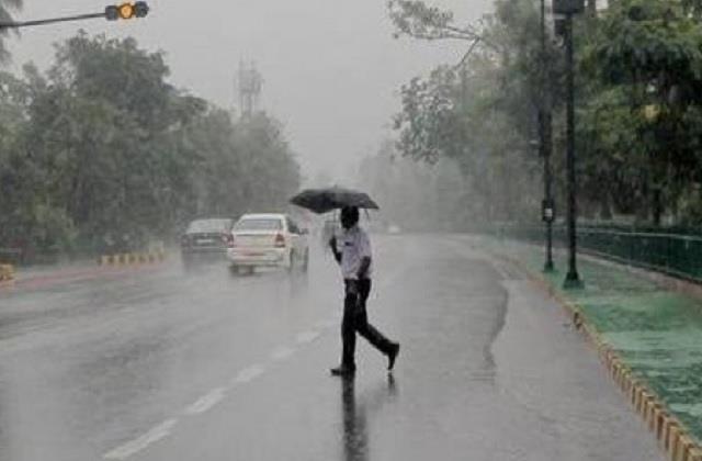 चक्रवाती ताउते का असरः झांसी सहित बुंदेलखंड में लगातार हल्की बारिश, मौसम  हुआ सुहावना - impact of cyclone tout light rain in bundelkhand including  jhansi - UP Punjab Kesari