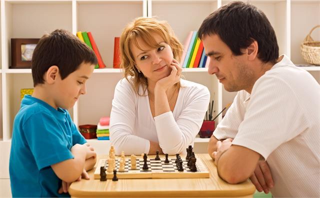 लाॅकडाउन के बीच घर में बंद बच्चों को व्यस्त रखने के लिए अपनाएं ये इंडोर गेम्स