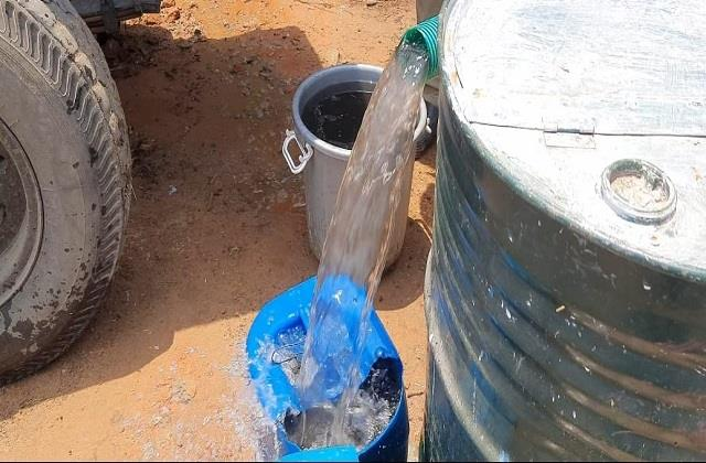 people are forced to drink dirty black water in the containment area